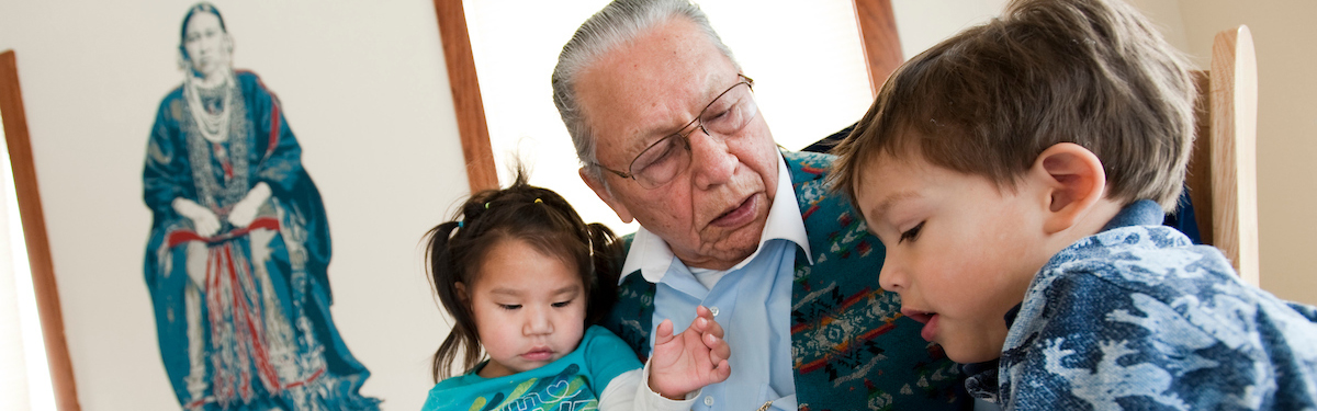 Ho-Chunk elder speaks his native language with Native American children
